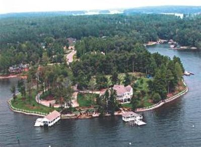 Enjoy your Own Lake Norman Private 'Island' (peninsula with car access).