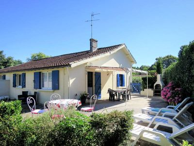 Photo for Vacation home Château Pontac-Gadet 1  in Jau - Dignac - Loirac, Aquitaine - 5 persons, 2 bedrooms