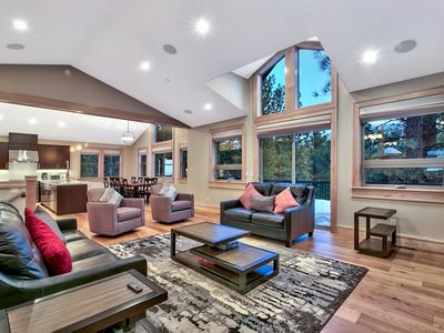 Photo for Deluxe Contemporary Style Tahoe Estate (MY79)