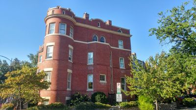 Large Historical Bldg- Grand Corner Home | Parking | Nightly / Monthly