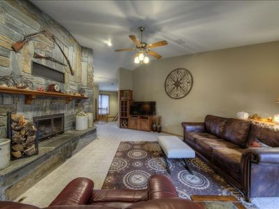 Crooked Canyon- 10 min from Rapid City, large yard, hot tub