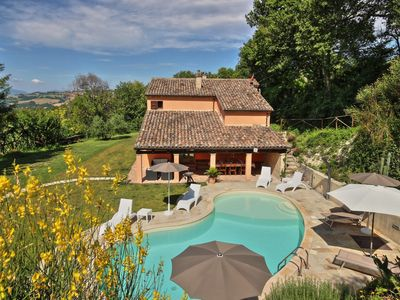 Photo for Villa Linda with splendid view and swimming pool in the Marche countryside, 30 minutes from the sea
