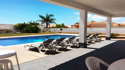 Photo for Beautiful villa located in the village Parchal, in a quiet residential area.