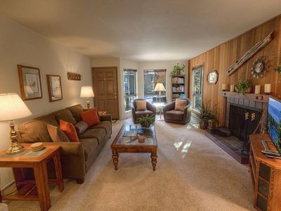 Cozy Incline Condo w/Fireplace. Hot Tub, Pool, Sauna, BBQ in Complex (CDC0209)