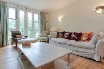 Photo for Luxury 2 bed Flat With Garden in Wimbledon
