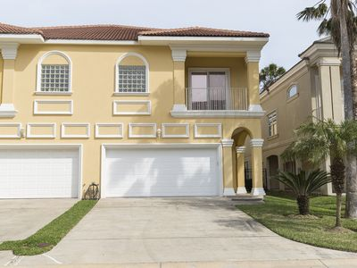 Ideal for a Family Getaway! Modern Townhouse in Gated Community! Pool & Direct Beach Access!