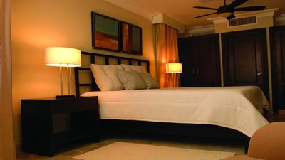LHVC-1 Bedroom Royal Suite, Chairmans- LOWEST ALL INCLUSIVE VIP Gold Bands