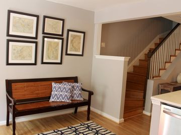 Amazing townhouse with parking, just few blocks from Monuments and Museums