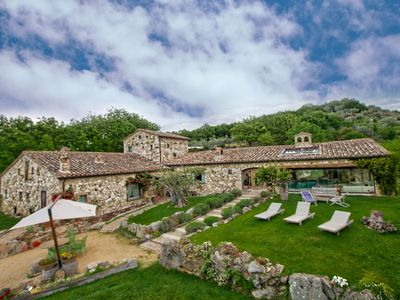 Photo for Luxurious villa, near Orvieto, with heated pool and private spa
