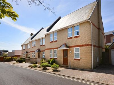 Photo for MARINER'S REST, pet friendly, with a garden in Weymouth, Ref 994377