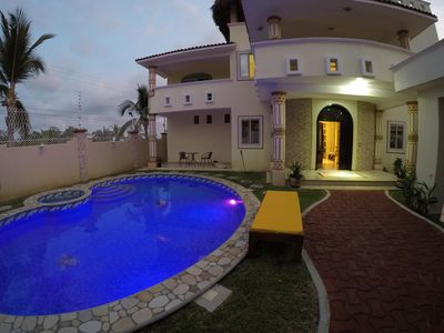 Photo for Luxury villa minutes from the beach, space for the whole family!
