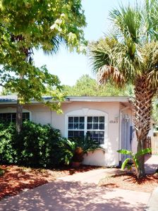 Photo for EXECUTIVE COTTAGE*JACUZZI*BEACH+Opt. Elect Car*FREE $120 BEACH PKG!