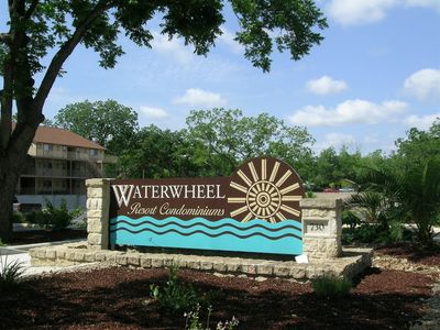 Photo for Beautiful Guadalupe River hideaway only 6 blocks from SCHLITTERBAHN!