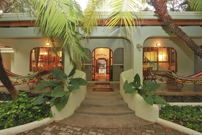 Welcome to Casa de las Olas - Your Tropical Home away from Home