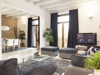 Photo for Elegant apartment in the heart of Barcelona right in front of the Paseo Colon
