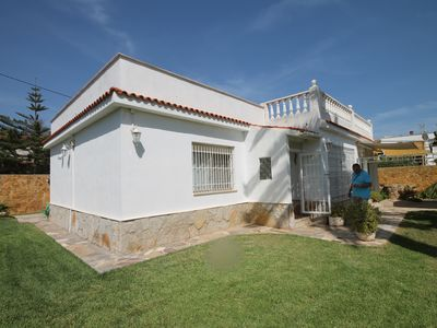 Photo for Casa Ponderosa house with garden; good equipment; New bathrooms; Beach 50m, pool