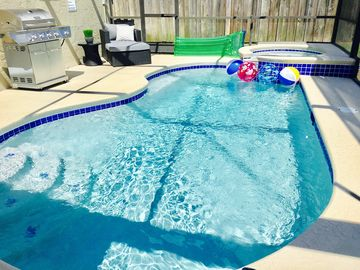 Newly Renovated - 3 Bedroom (Sleeps 8) with private pool & spa! Close to Disney!