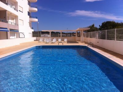 Photo for T1 with pool and parking, sea view and wi-fi, in front of the beach of Quarteir