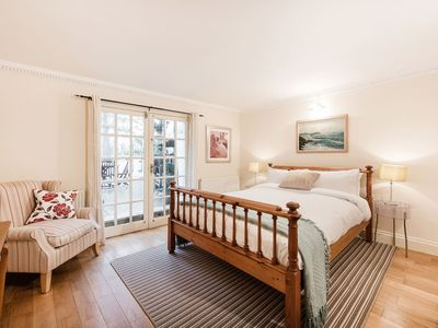 Photo for Hyde Park Apartment with Terrace