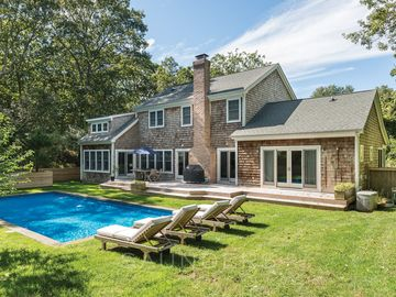 Beautiful Barnes Landing/Amagansett area young house with relaxing pool/gardens