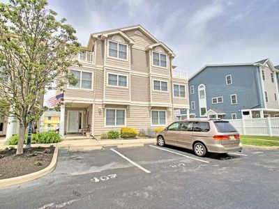 Photo for Impeccable Condition 'Bay Island' Townhome 4BD & Swimming Pool
