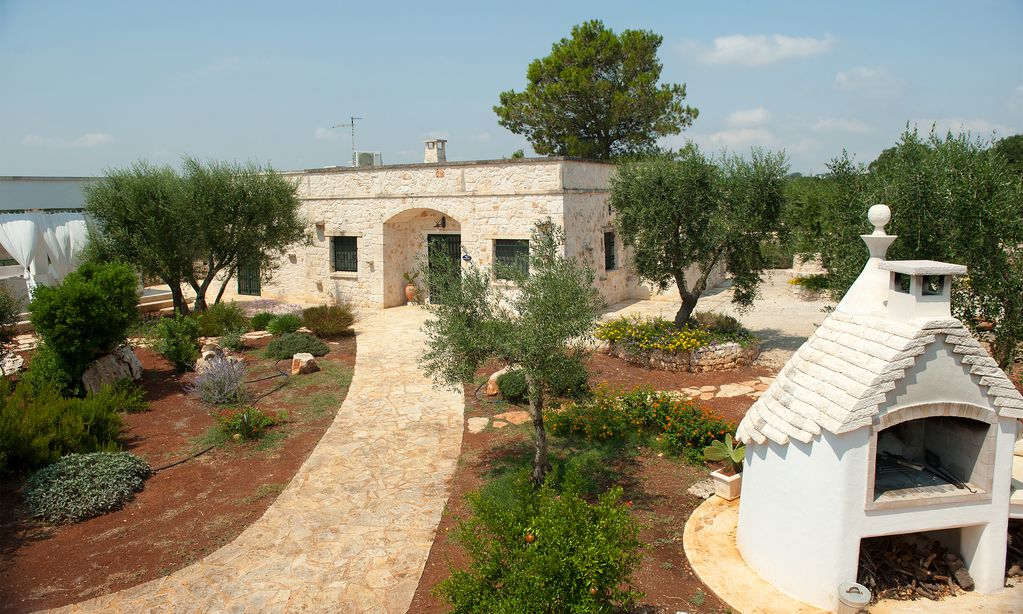 Property Image 3 Refined House With A Large Patio Overlooking The Expanse Of Olive Trees