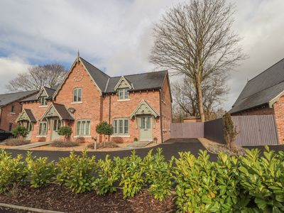 Photo for MOAT VIEW, pet friendly in Whittington, Shropshire, Ref 1001680