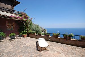 Photo for 4 bedroom Villa, sleeps 10 in Positano with Pool, Air Con and WiFi