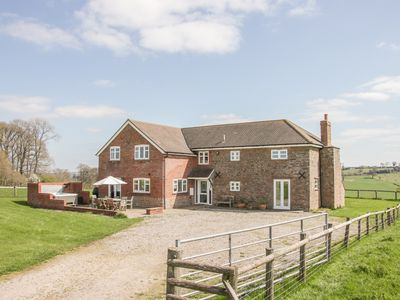 Photo for WOOD COTTAGE, pet friendly, with hot tub in Tenbury Wells, Ref 947006