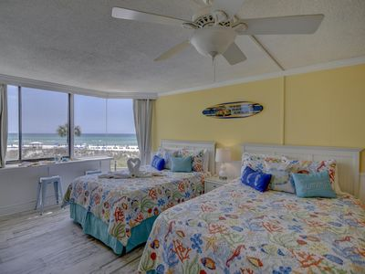 Photo for Cheerful 2nd floor  Direct Gulf front studio RIGHT on the beach!!!