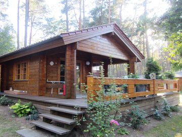 Comfortable log cabin by the lake