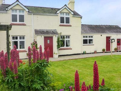 Photo for PLAS CWTTA, pet friendly, with hot tub in Ruthin, Ref 917621