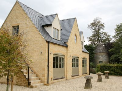 Photo for ** NEW ** The Coach House, Bourton-on-the-Water, central location, free parking