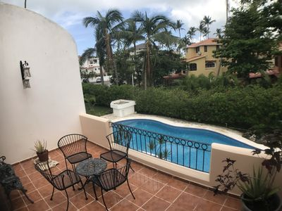 Los Corales Beach Condo- Beach, Pool, NETFLIX, BBQ, Free Private Beach Access