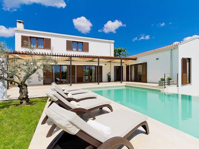 Photo for Stunning private villa for 8 people with private pool, WIFI, A/C, TV, pets allowed and parking