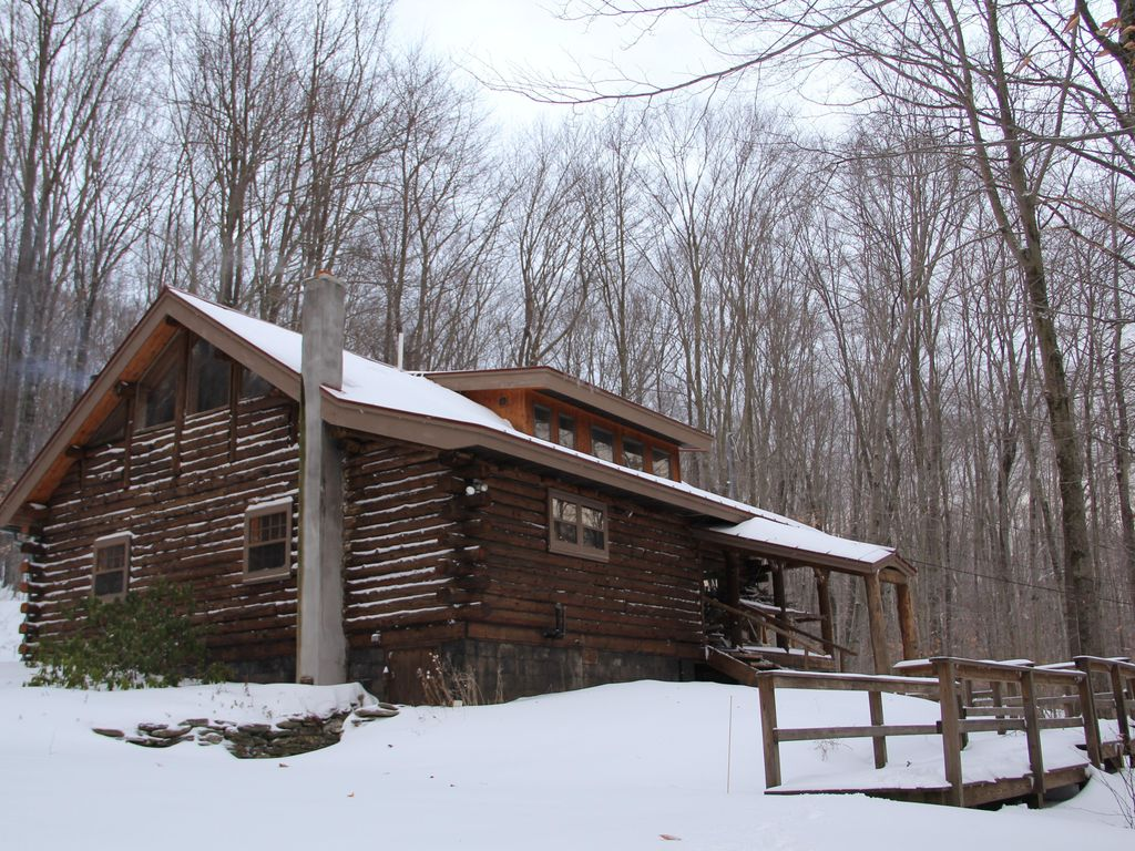 picture perfect vermont log cabin close to everything
