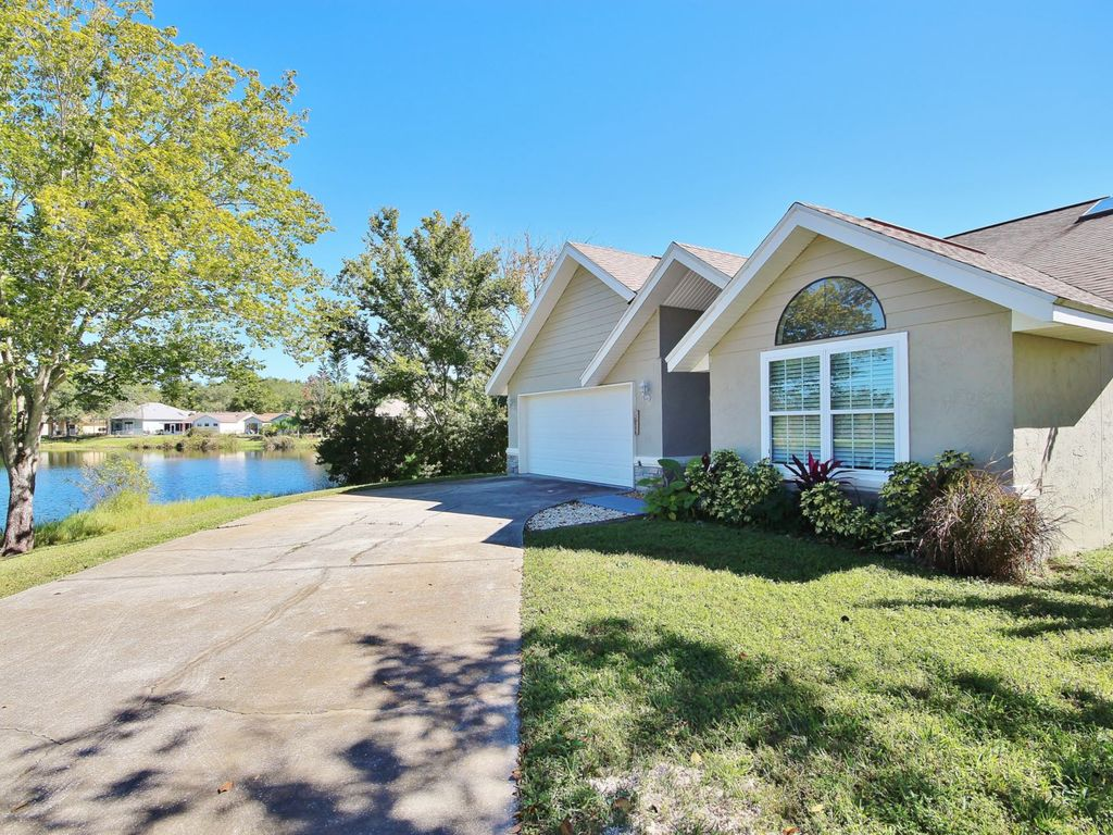 Completely Updated Home With Modern Décor In Quaint Port