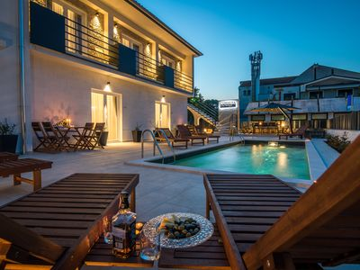 Photo for Enjoy the pool | Luxurious holiday home in a central location