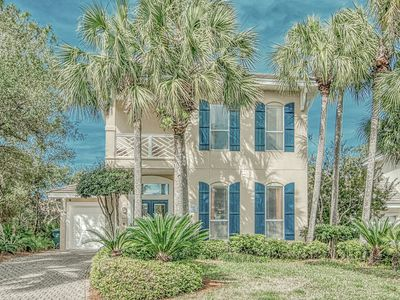 Photo for 4 Bedrooms, 3.5 Baths Dog Friendly Home with golf cart