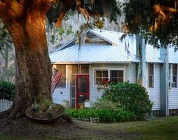 Photo for 2BR Cottage Vacation Rental in Savannah, Georgia