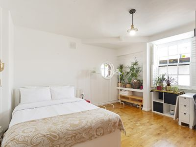 Photo for Spacious Studio Apartment with Dining area near Westminster
