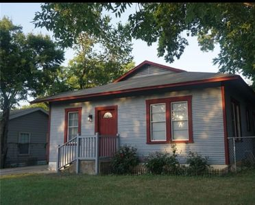 Photo for 2 bedroom house located near At&t stadium, ballpark and sixflags