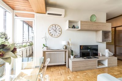 Living room and door to the balcony/terrace. AC