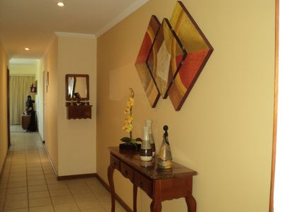 Photo for Comfortable and practical fit 3 qtos (2 suites) one block from Praia do Forte