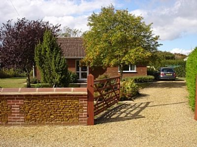 Photo for Fully equipped, cosy modern secluded bungalow close to the Beach