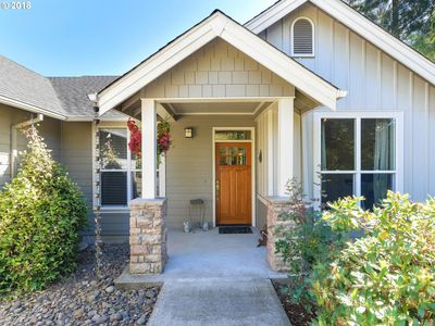 Photo for In the Heart of Oregon Wine Country - 1/2 block to Town - Cozy & Comfy
