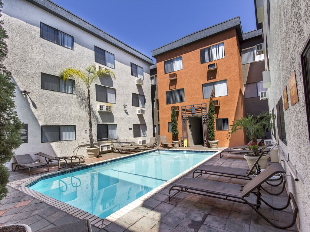 Standard 2 Bedroom Fully Furnished Apartments Near Wilcox Ave W Free Parking Hollywood Los