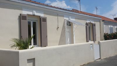 Photo for HOUSE NEAR MINIMES AND OLD PORT OF LA ROCHELLE. 8 PERS