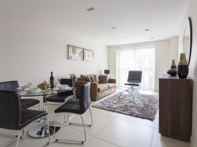 Photo for Luxury Bezier 1B apartment in City of London with WiFi & balcony.