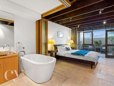 Downstairs Main Bedroom with Ensuite Bathroom and relaxing Bathtub